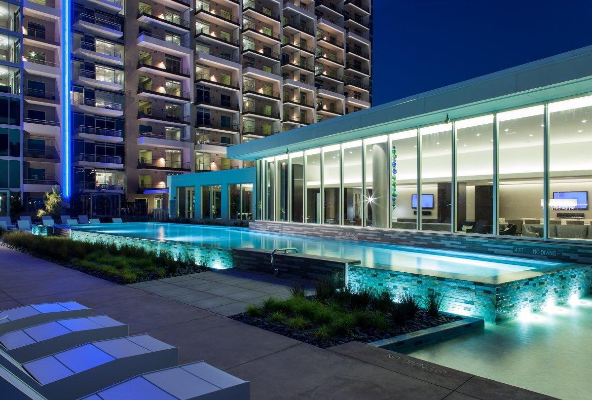 Amli design district apartments uptown dallas tx dfw for Apartment design district dallas