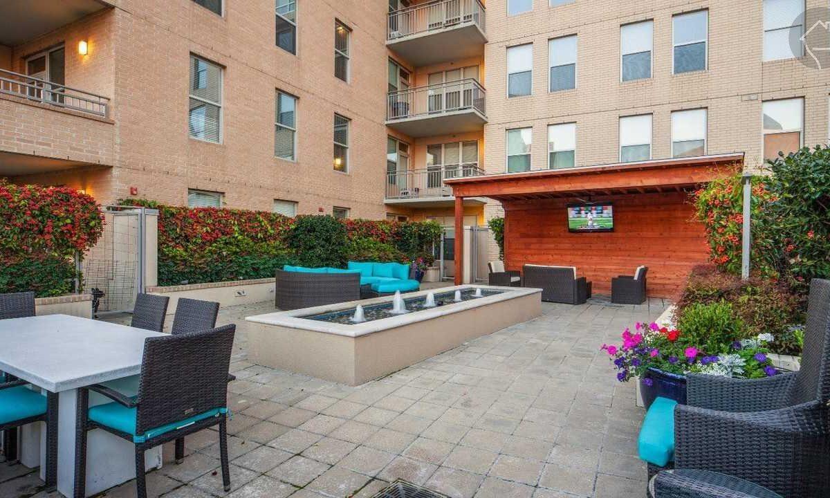 Luxury Uptown Apartment Locator