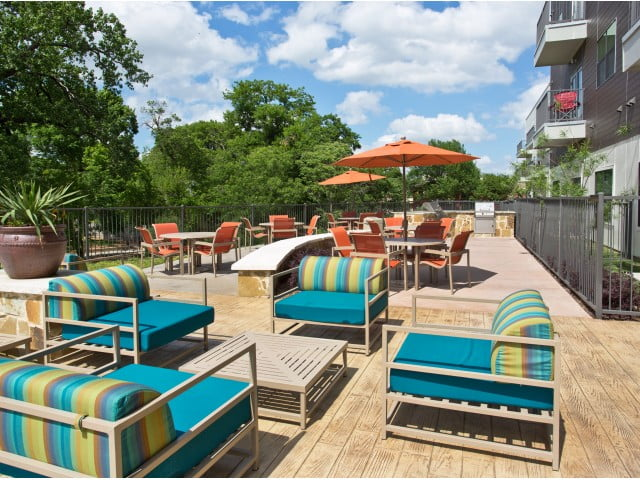 dallas apartments with outdoor lounge