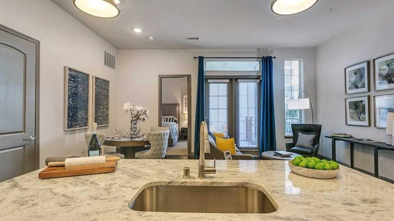 ... Plano Apartments ...