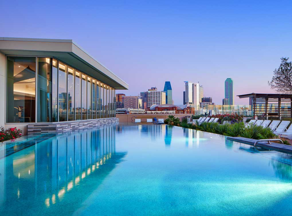 designdistrict-amenity-exterior-rooftop-pool