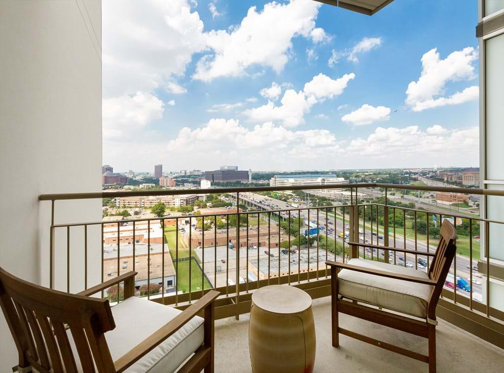 designdistrict-apartment-interior-balcony1