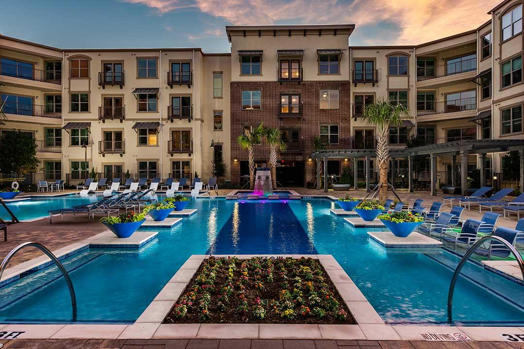 Luxury Apartments in Frisco Near DNT | DFW Apartment Nerdz