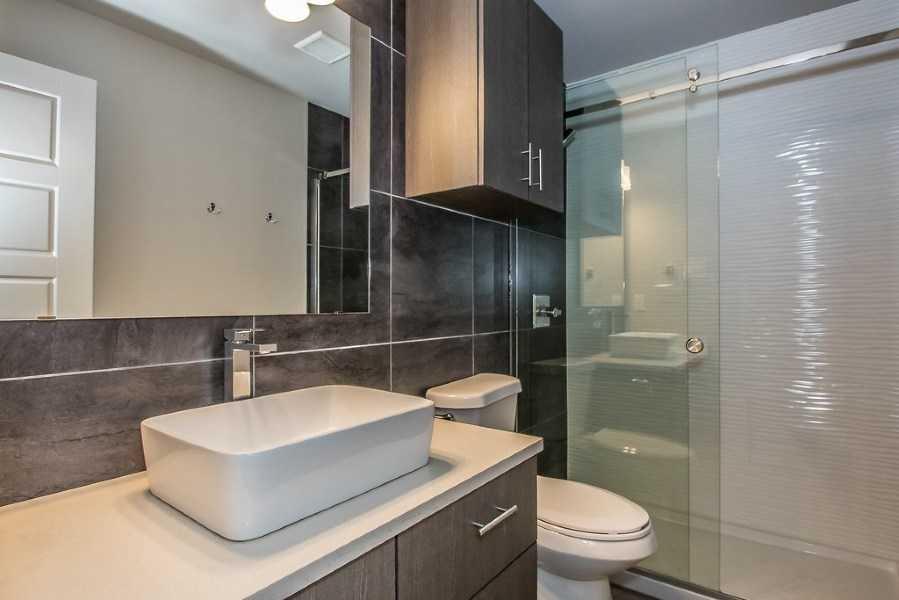apartments in dallas with elegant bathrooms