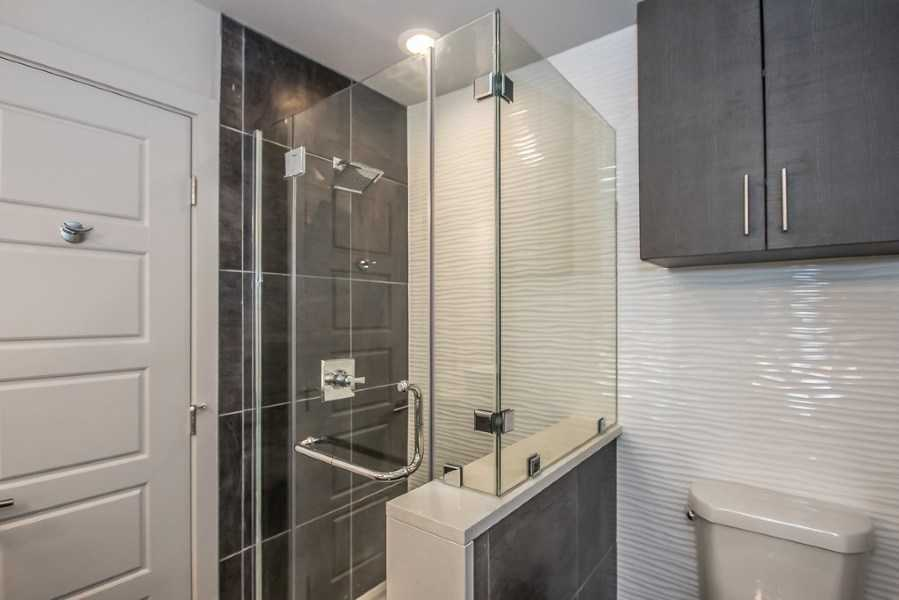 dallas apartments with walk in shower