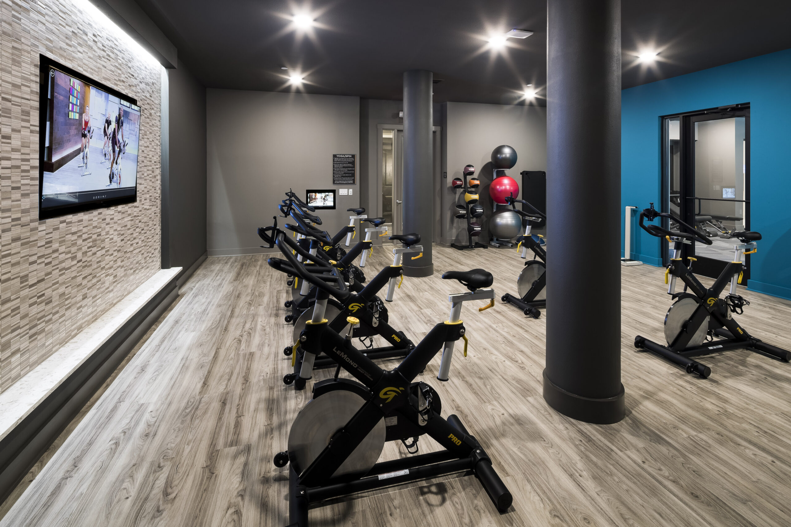 apartments in frisco with spin room