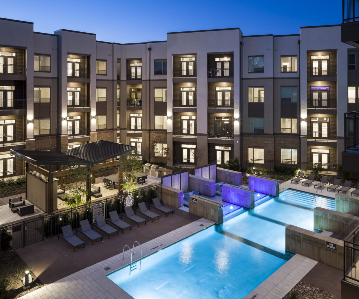 luxury apartment pool in frisco