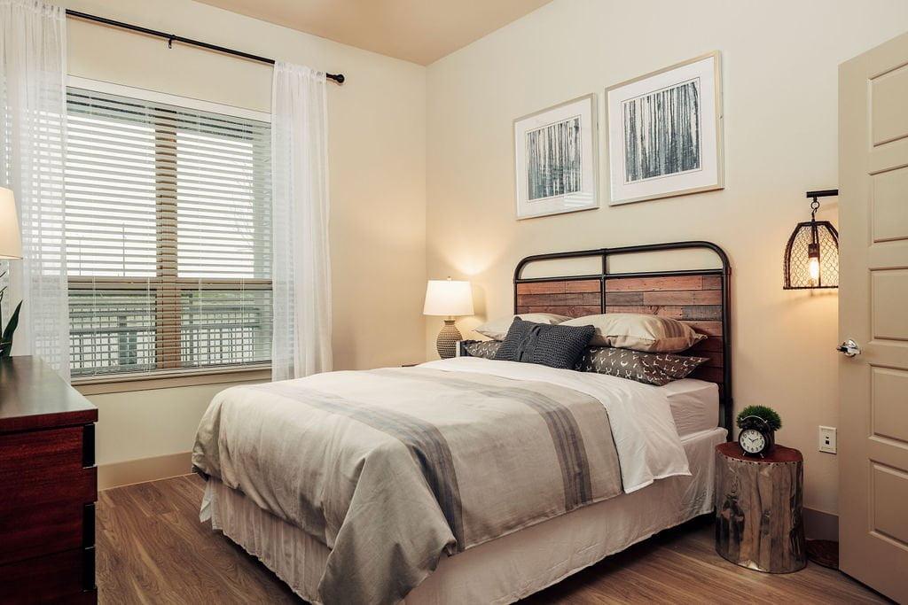frisco apartment move in specials
