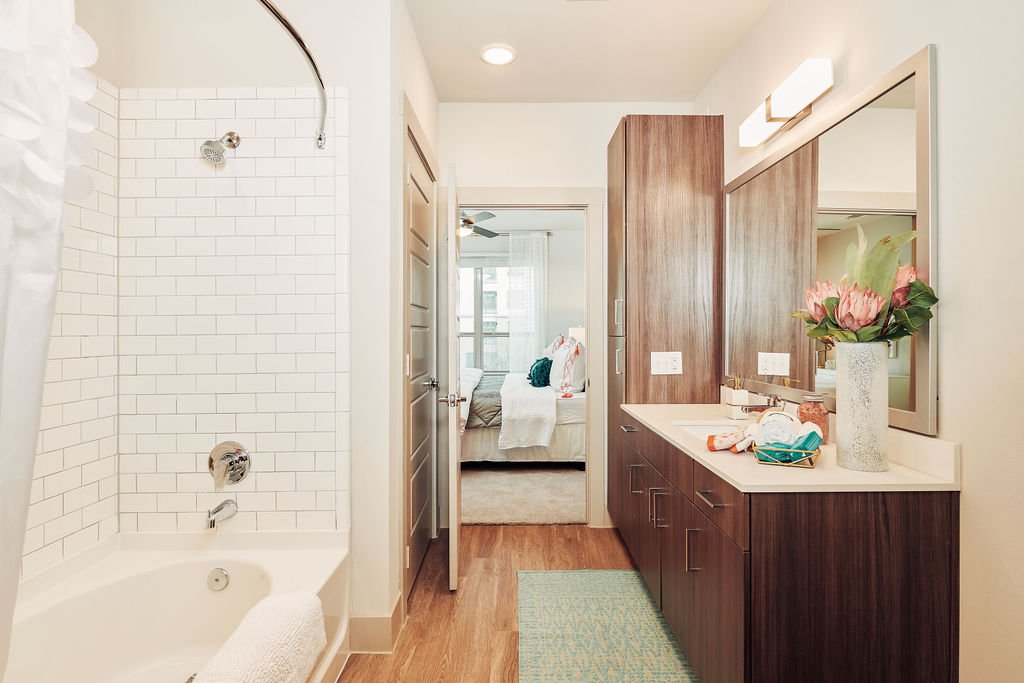 luxury frisco apartment bathrooms