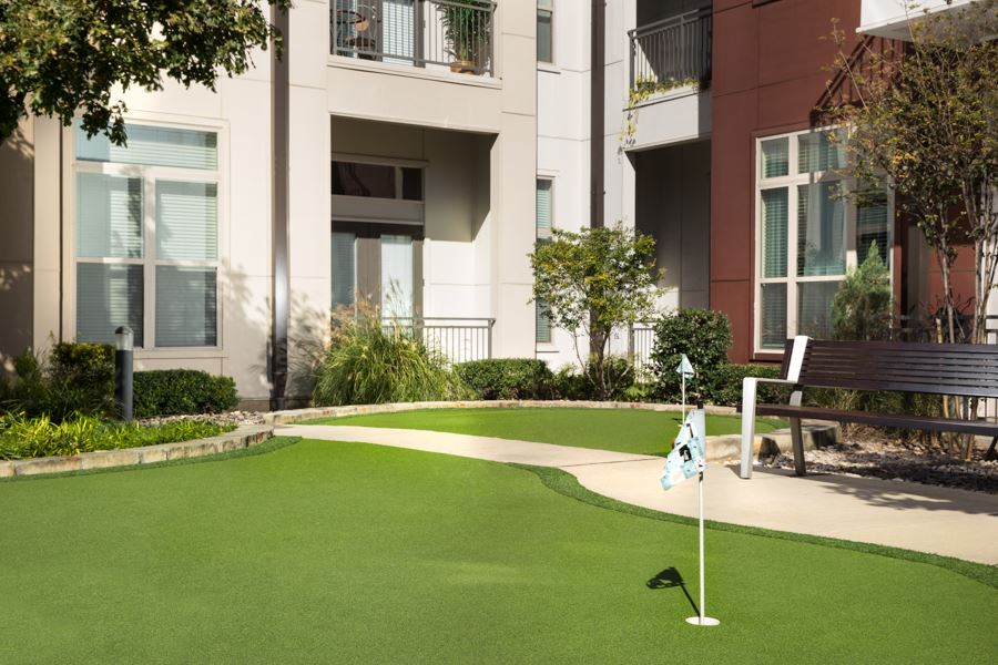dallas apartments with golf