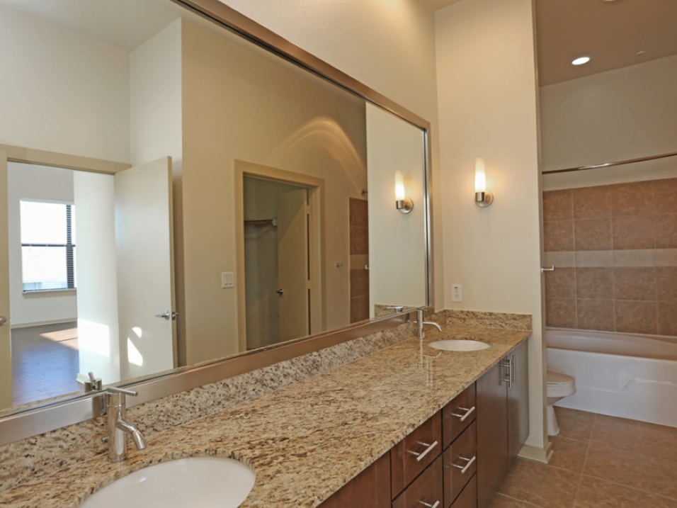 bathroom oak lawn dallas apartments