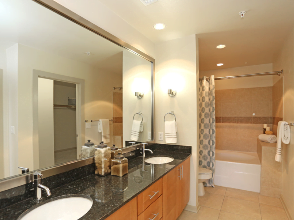 bathroom oak lawn dallas apartments1