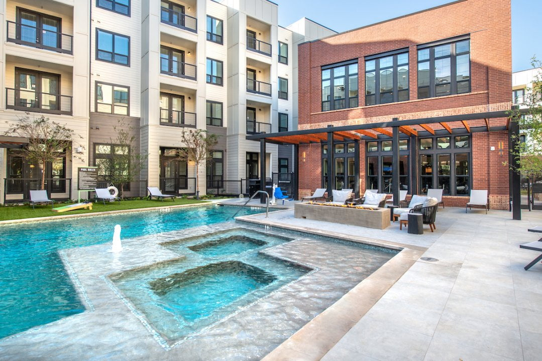 resort style apartments in frisco tx